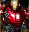 Hot Toys - Iron Man 3 - Power Pose Red Snapper Collectible Figurine_13