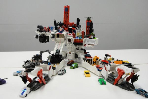 Takaratomy transformers generations tg 23 metroplex toywiz and toy