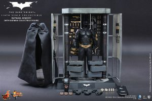 Hot Toys - The Dark Knight - Batman Armory Collectible 14