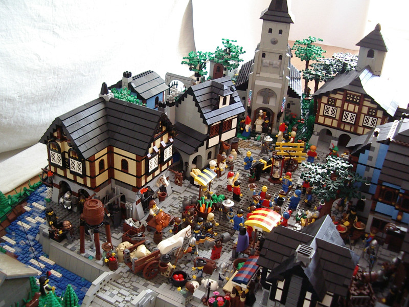 A Medieval Market Built From LEGO • Toywiz and Toy Garden