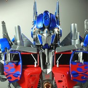 popbox-optimusprime-statue-thumb
