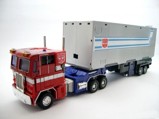 takaratomy-mp-04-masterpiece-optimusprime-with-trailer