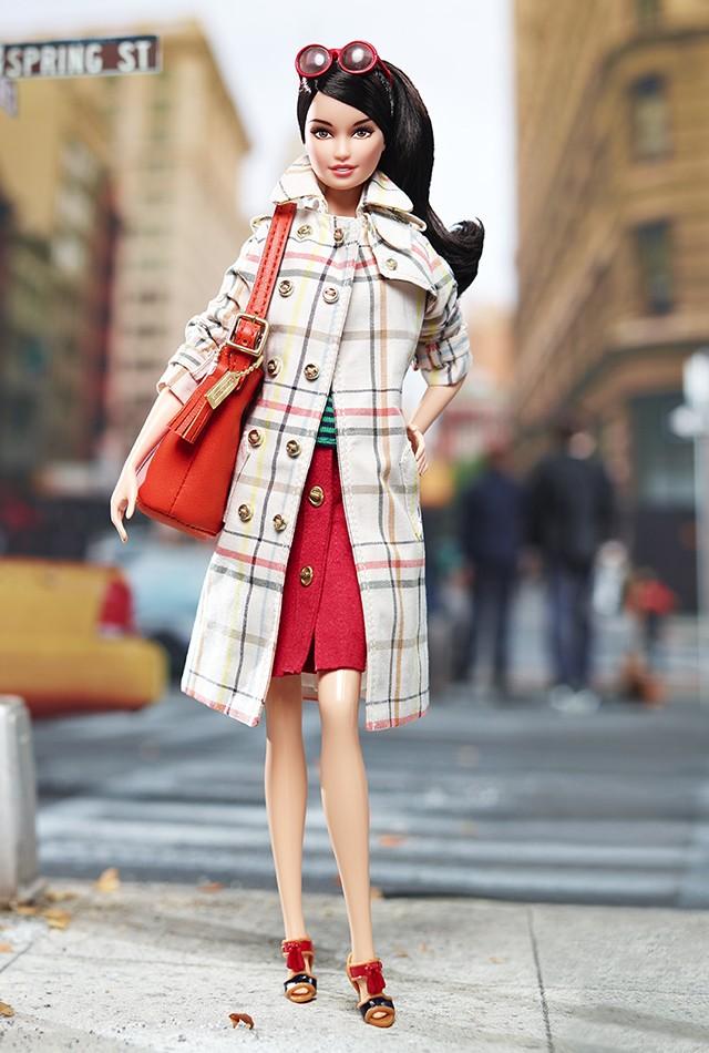 X8274 Barbie Coach 01